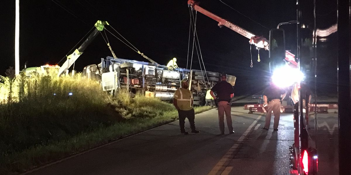 Hwy 431 back open after semi overturns near Utica