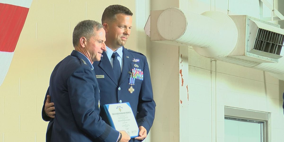 Louisville pilot honored after saving 6 airmen in C-130 incident