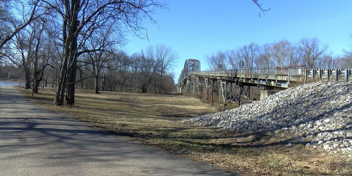New Harmony Bridge may become a pedestrian bridge