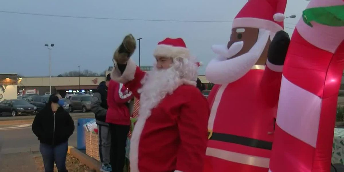 Evansville non-profit gives away over 700 gifts to local kids