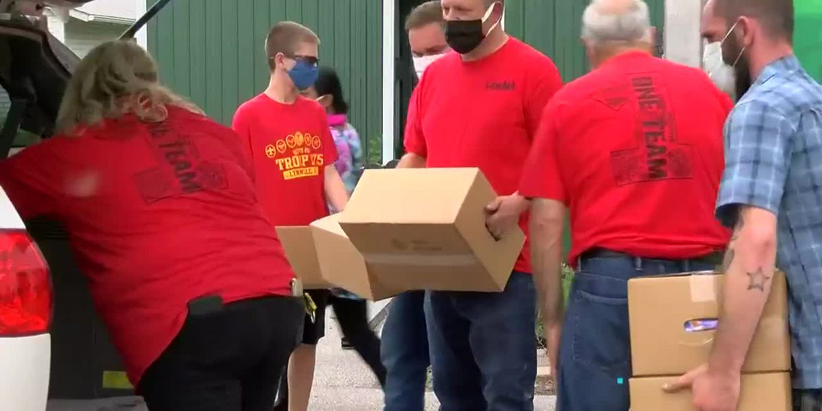 Free food distribution event held near Warrick Co. Fairgrounds