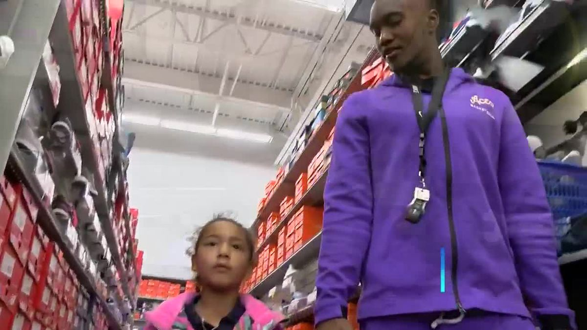 Aces basketball team gives back to community