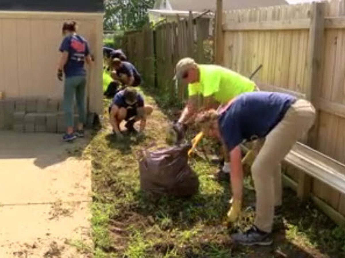 Bicycle group stops in Owensboro to help non-profit during cross country trip