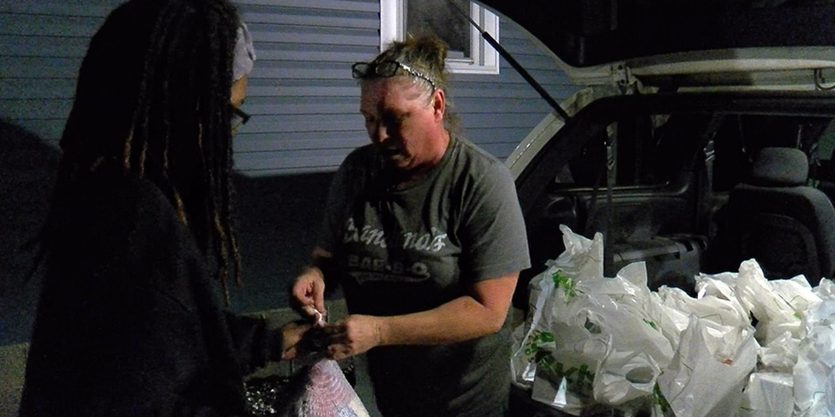 Evansville woman helps provide Thanksgiving meals for those in need