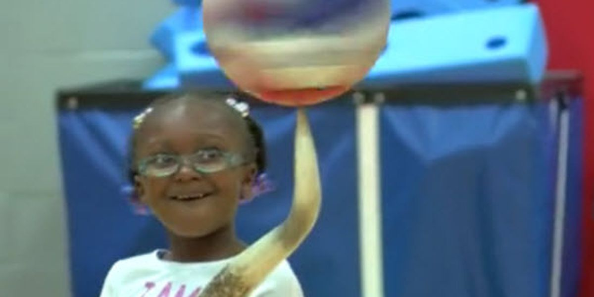 Harlem Globetrotters player makes surprise appearance at Owensboro school