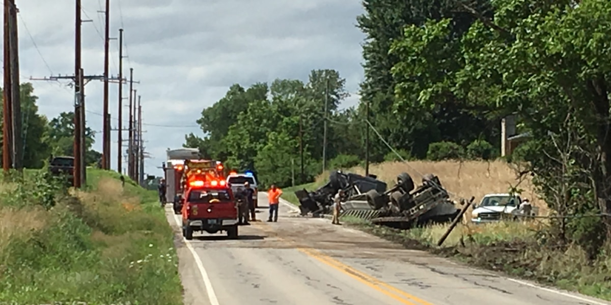 ISP: Crash with injuries involving overturned semi on State Road 61 in Warrick Co.