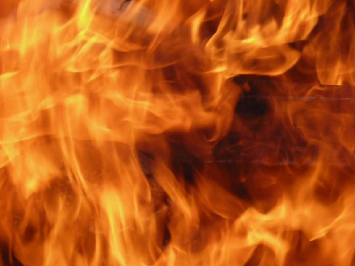 Crews respond to working house fire in Warrick Co.