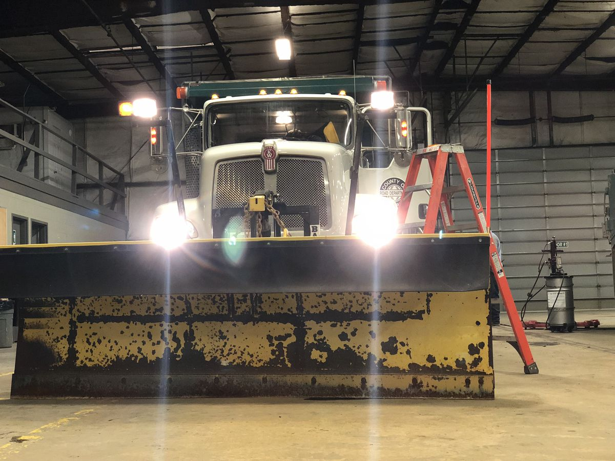 Henderson Co. road department gears up Wednesday for winter weather