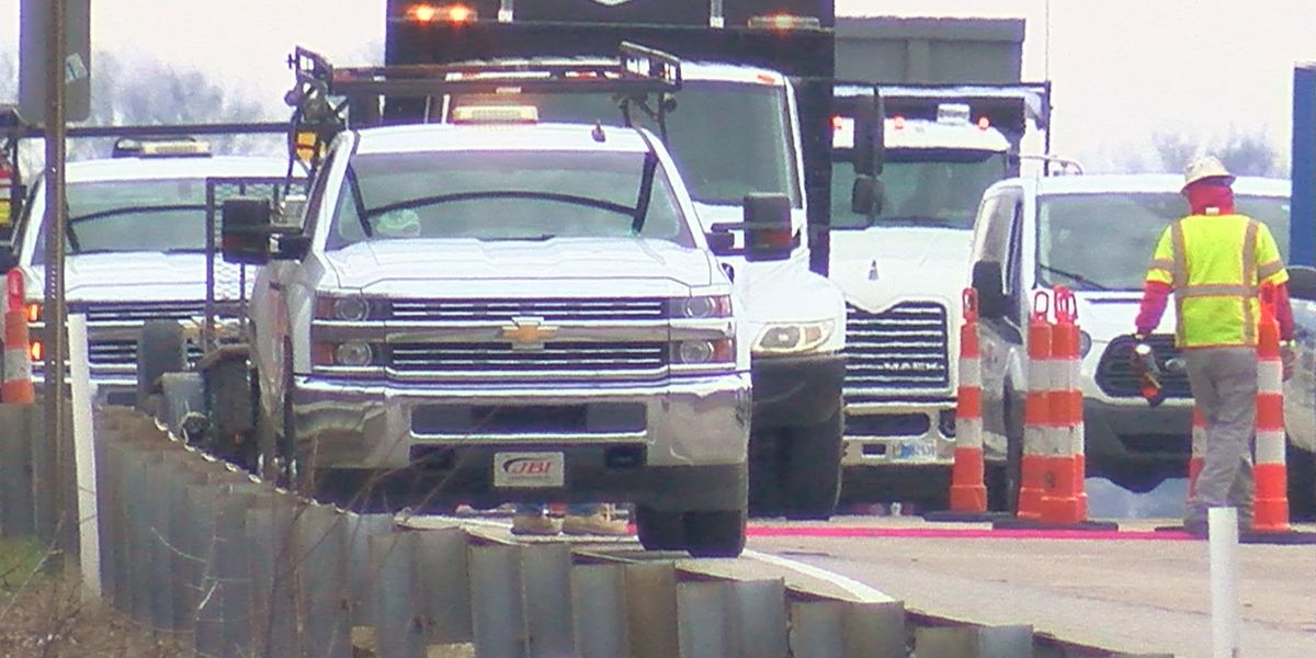 Crews resume patching project on Lloyd Expy