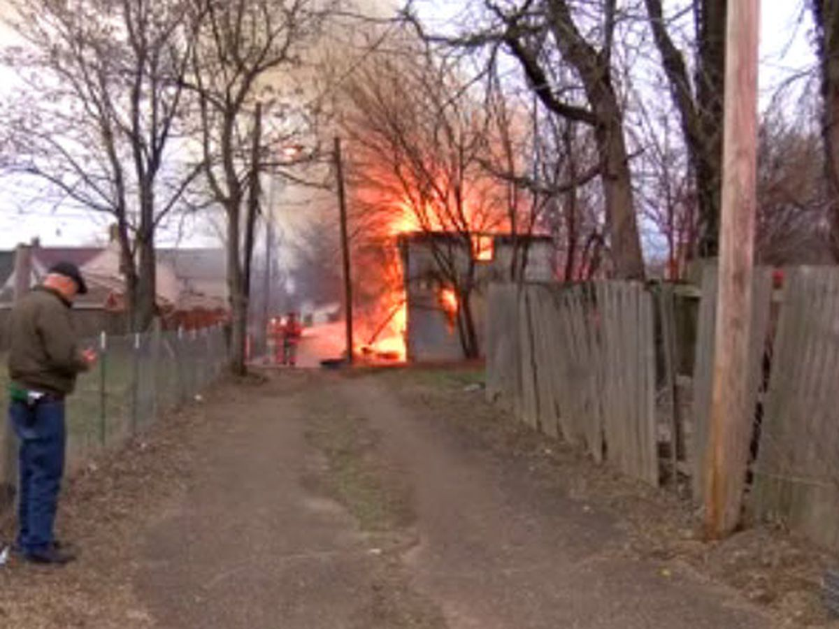 Crews extinguish flames in Evansville garage