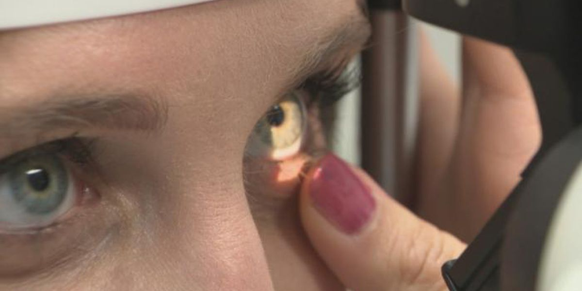 Potential eye health risks from makeup