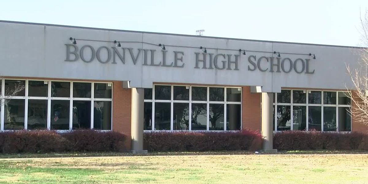 Boonville, Mt. Vernon cancels 2 football games after Boonville player tests positive for COVID-19