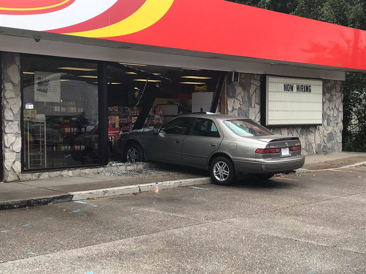 Car crashes into Evansville gas station