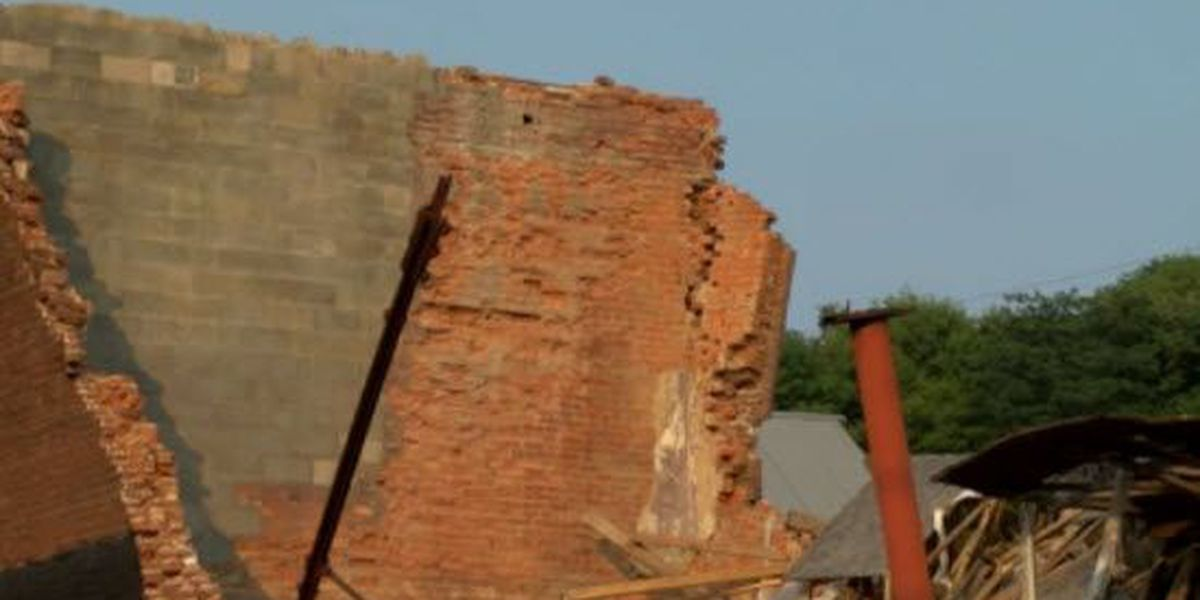 Concerned citizens address city council about falling buildings