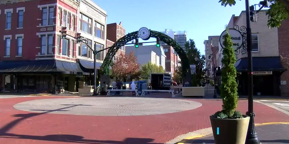 Holiday decorations going up on Main St. in downtown Evansville