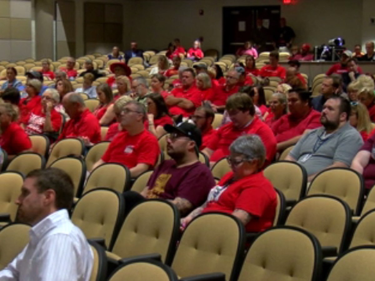 Teachers discuss competitive wages at input session
