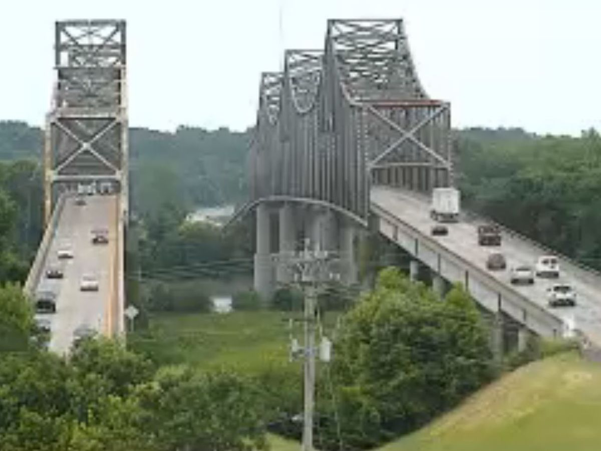 Traffic Alert: lane restrictions for Twin Bridges Thurs.