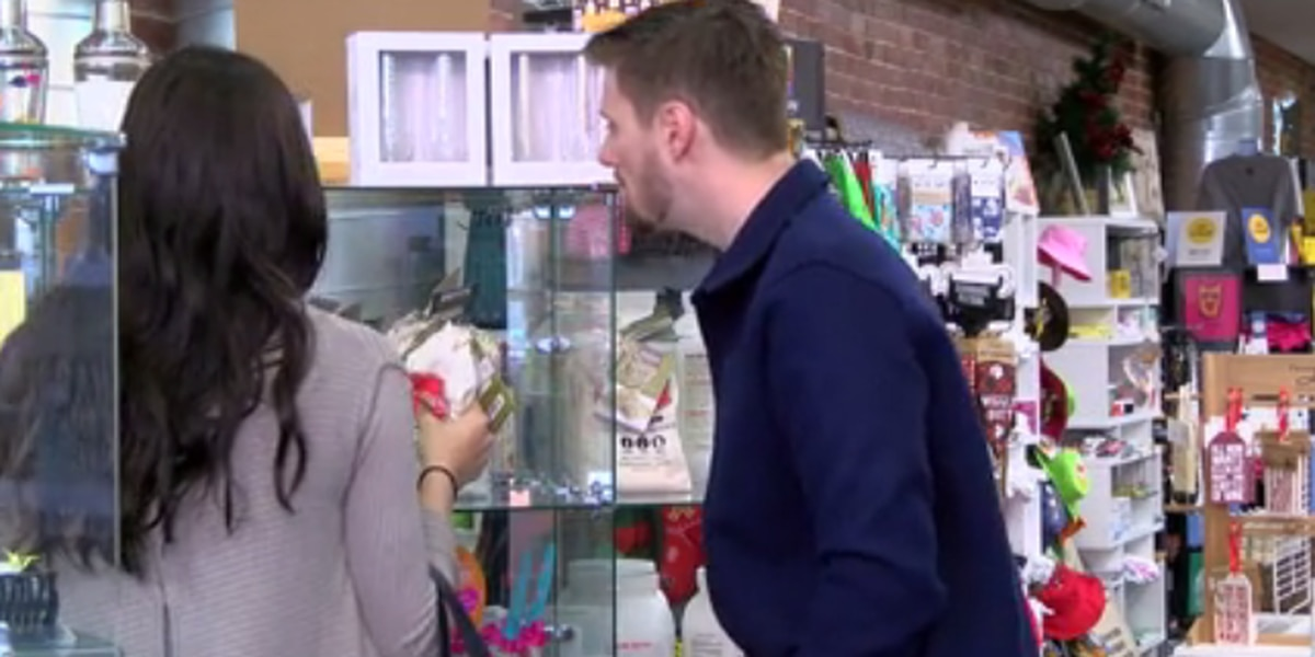 Downtown Evansville busy with last-minute shoppers
