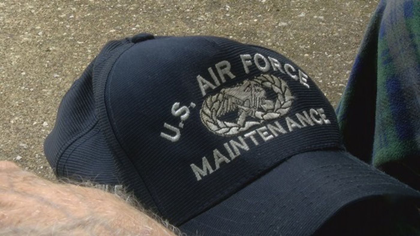 866f2659 WWII veteran trying to find owner of military hat
