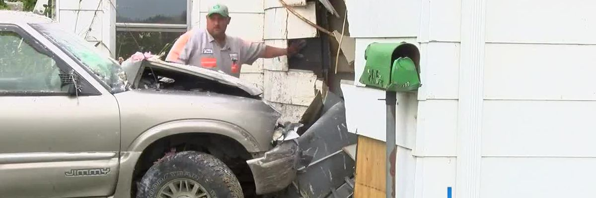 SUV crashes into vacant Daviess Co., Ky home
