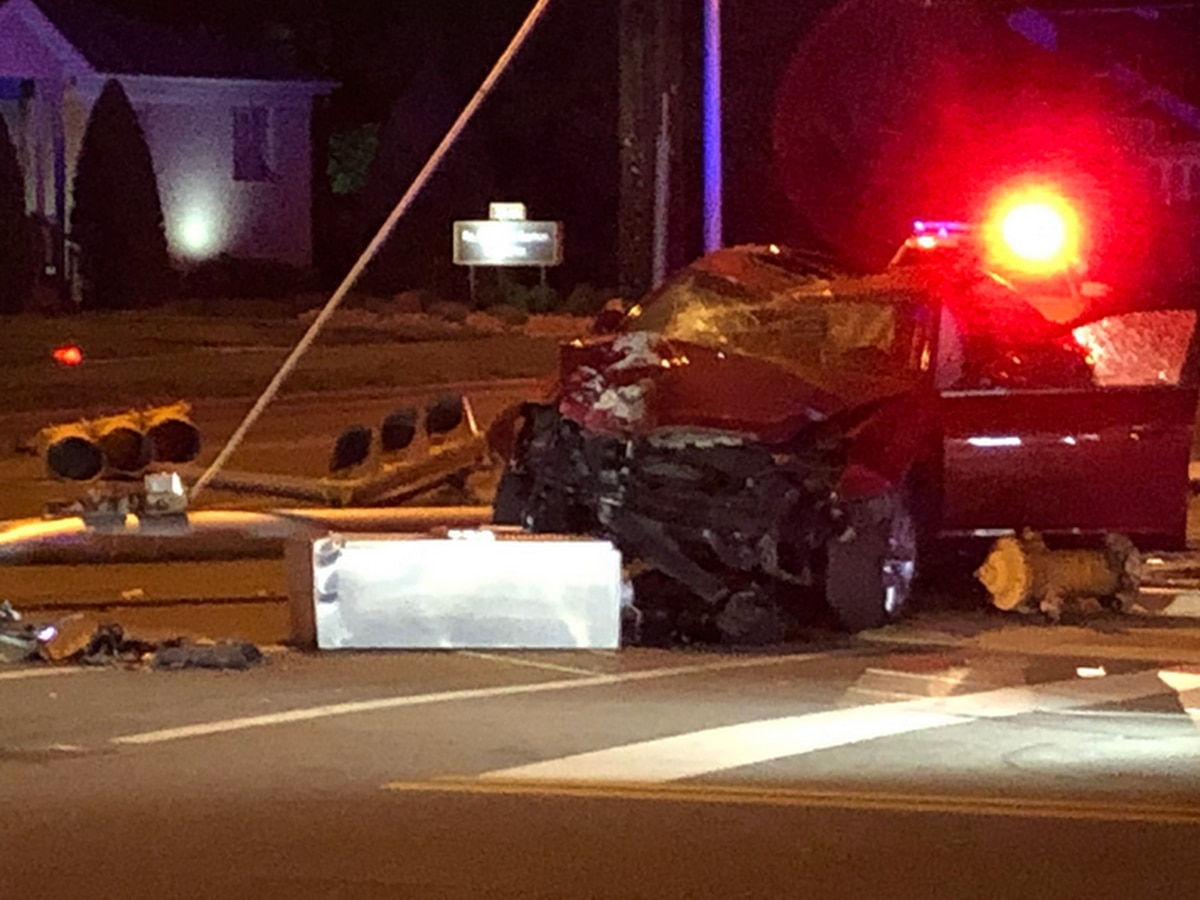 Stoplight at busy Evansville intersection knocked down in crash