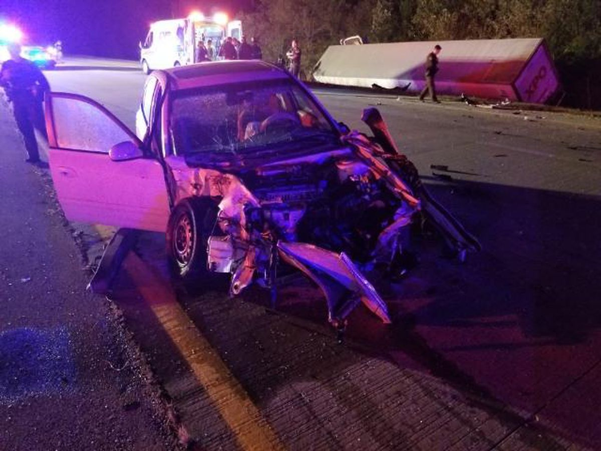 Sheriff's Office: NB University Parkway shutdown after wreck