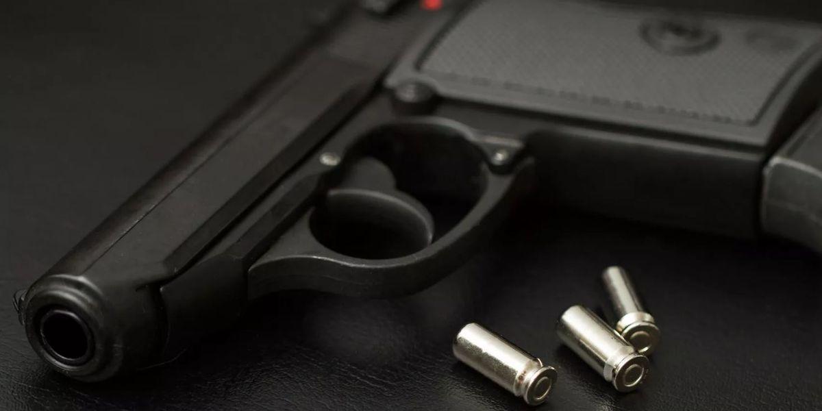 Gunshot victim shows up at Evansville E.R.
